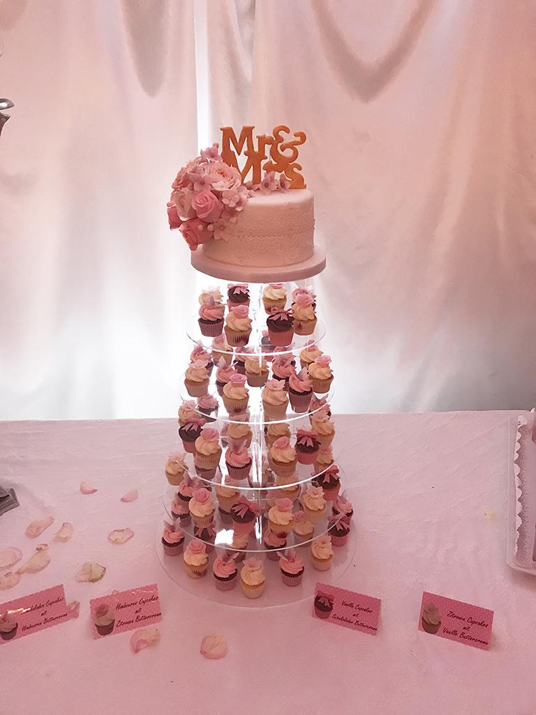 Fabienne Hochzeitstorte Und Cupcakes Lealu Sweets